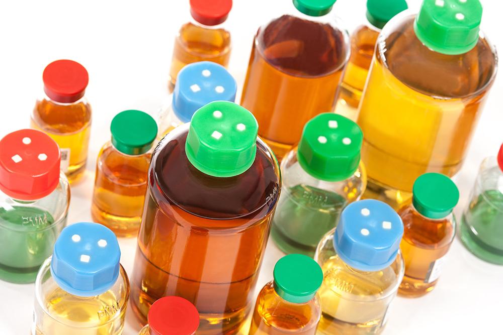 Pre-prepared media bottles